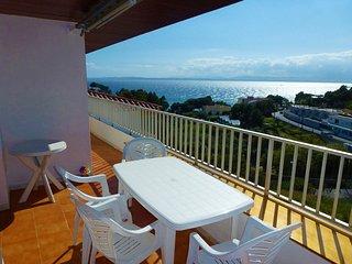 Apartamento de 2 habitaciones con terraza con vistas al mar a 280m de la playa.
