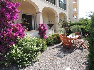 Bonito apartamento con encanto a 250 mtrs de la playa con terraza y  jardín priv