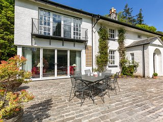 Perfect property for family & friend reunions. Stunning interior, amazing garden