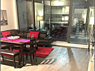 Beautiful 1BR Suite in Adelaide Street