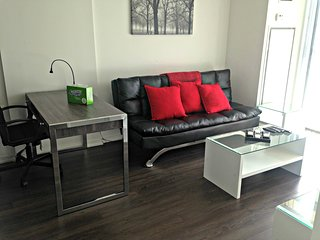 Luxurious 2 Bedroom Suite in Liberty Village - 68A2111