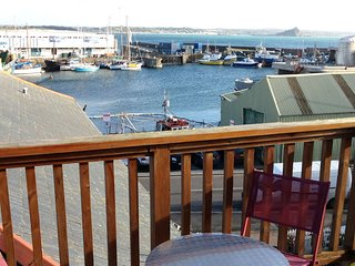 Penthouse 3 - Spacious Harbourside Apartment with Stunning Sea Views