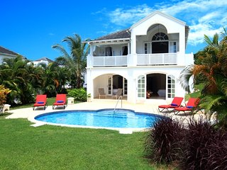 Royal villa with private pool, sea views and complimentary 7-seater vehicle