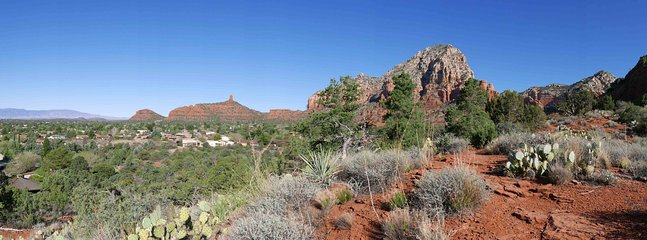 2 min walk on concealed trail, we find this panoramic Sedona view.