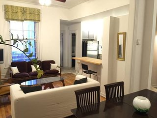 4 bedrooms, large living room renovated, downtown Montreal, minutes to metro