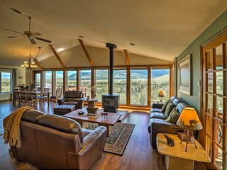 'Elk Mountain' Red Lodge Hillside House w/Hot Tub!