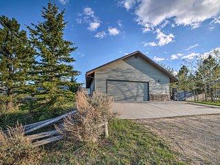 'Elk Mountain' Red Lodge Hillside House w/Hot Tub!