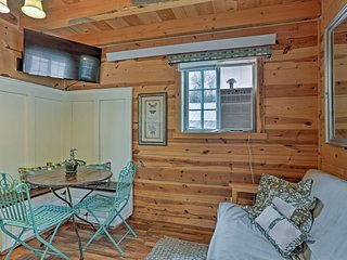 Historic Tiny Home - Just 4 Miles to Mt. Rushmore!