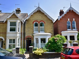 The Perfect Lendy Cowes Week Home, Sleeps 5, minutes from the Marina.