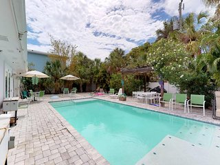 Dog-friendly duplex w/ shared heated pool - one block to the beach