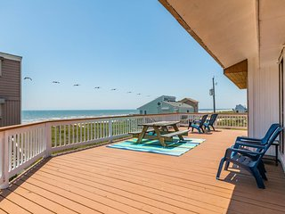 Waterfront getaway close to community pool, steps from beach!