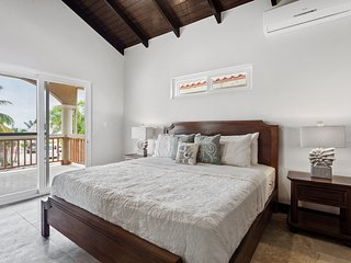 Family Retreat, Private Pool, Beach Access, Ocean View, Newly Renovated 2018