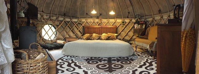 Memory-Schaum Super-Kingsize-Bett, das in zwei für Freunde geteilt werden kann, die nicht wollen teilen ...