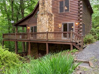 Creekside family retreat w/private hot tub, billiards table, & tree-lined views