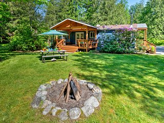 NEW! 5-Acre Property on Skykomish River w/Hot Tub!