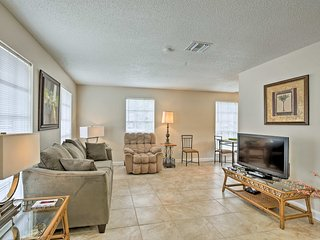 Largo Apt w/Deck -10 Mins From Indian Rocks Beach!