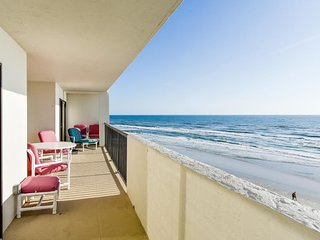 NEW LISTING! Waterfront condo w/views, shared pool, gym & beach access