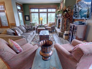Ski-in Ski-out Lone Eagle 3034 sleeps 12, Pool/Hot Tub, FREE WIFI, walk to RR by