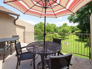 Amazing 2 / 2 spacious condo on the Guadalupe River!