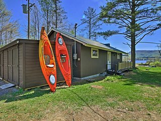 Lakefront Speculator Home w/Deck Near Oak Mountain