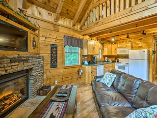 Lovely Gatlinburg Log Cabin w/Hot Tub & Billiards!