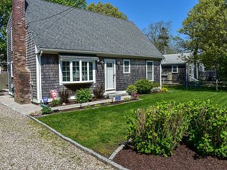 Immaculate four bedroom home sleeping 8- Only .2 miles to the beach