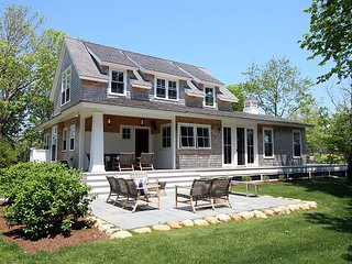 Stunning Three Bedroom Home in-town Edgartown