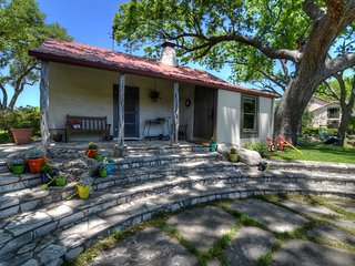 2 bedroom, 1 bath cottage in the heart of the beautiful Texas Hill Country