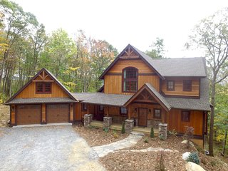 Eagle's Landing - luxury mountain home in the gated Eagles Nest community of Ban