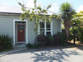 Kowhai Villa Apartment B - Close to Christchurch CBD/City Centre
