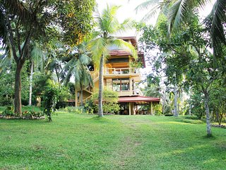 Peacock Point - 2 AC bedroom House on a 12 acre working plantation -