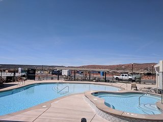 Red Canyon Home - Sleeps 16 with all the amenities