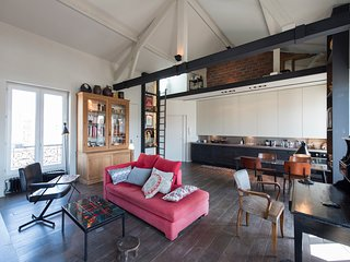 Veeve - Loft Apartment in the 18th