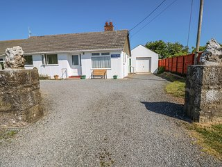 PARKWAY, countryside views, Smart TV, Pembrokeshire Coast National Park, Ref