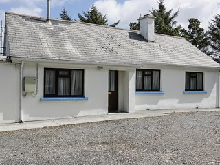 KILLARY BAY VIEW HOUSE, sea views, woodburner, ground floor accommodation