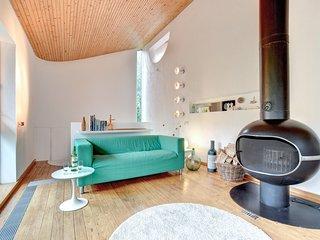 Rose Walk - Architect Designed 70's style Property