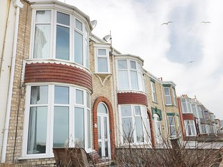 NUMBER FIFTEEN beach front, garden, pet-friendly, WiFi, in Withernsea, Ref
