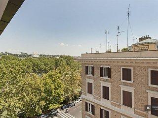 Exquisit 4 bedroom Apartment in Rome  (FC4820)