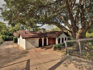 3BR/2BA Inviting Retreat off South Congress, Downtown Austin, Sleeps 10
