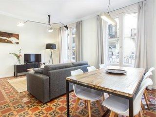 Superb 5 bedroom Apartment in Barcelona (F8084)