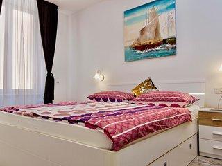 Luxury 2 Bedroom Apartment near Palace & Beach