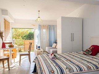 'Chic and comfy studio' just 150m from the beach