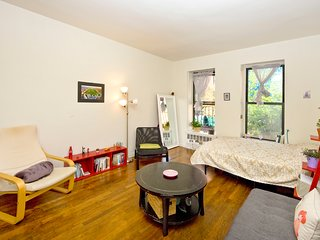 Charming studio on Upper East Side 83#2