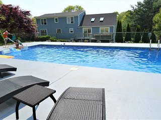 LARGE HOME FOR 12 WITH HEATED POOL! PET FRIENDLY!