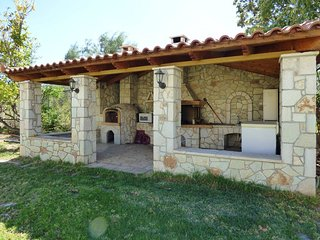 Marvelous garden,pool,bbq only 5min from the beach