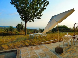 Seaview Studio/3km from the beach/spacious garden