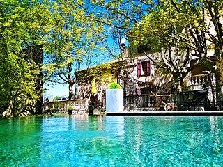 Le Mas des 5 Fontaines, Piscine et Spa, Chambres d'Hotes, Grand Gite, Mariages