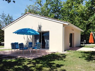 2 bedroom Villa in Grayan-et-l'Hôpital, Nouvelle-Aquitaine, France : ref 5434844