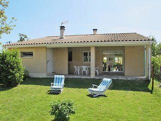 2 bedroom Villa in Soulac-sur-Mer, Nouvelle-Aquitaine, France : ref 5435040