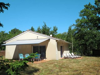2 bedroom Villa in Grayan-et-l'Hôpital, Nouvelle-Aquitaine, France : ref 5434845